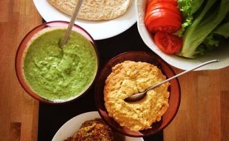 Fladenbrot, Falafel mit Humus und Avocado Dip #vegan #veganfood